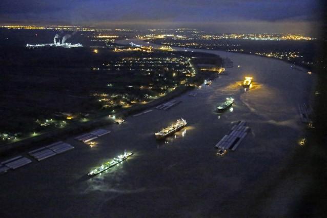 Oil spill Mississippi River
