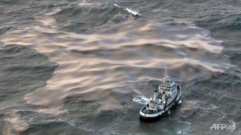 oil spill singapore