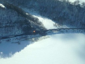 An aerial shot of the derailed train north of Dubuque. (Photo credit: Charlie Schurmann/KCRG-TV9)